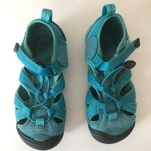 Boys Keen sandals in good condition